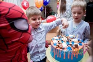 День рождения с человеком пауков в кафе СПб