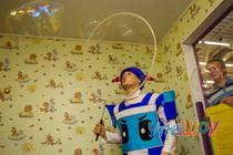 Шоу мыльных пузырей с погружением